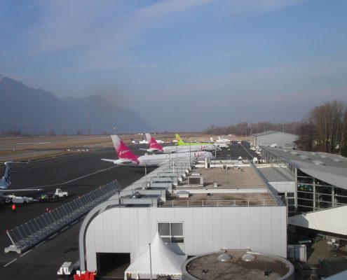 Airplanes_at_Chambery_Airport AAZ TAXI ANNECY